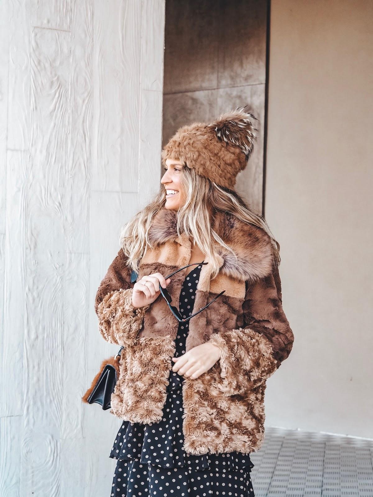 abrigo pelo sintético camel