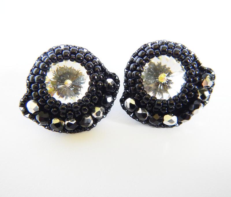 Kolczyki sztyfty haft koralikowy