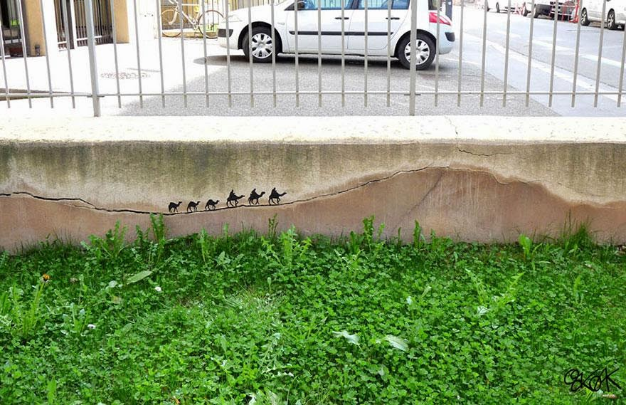 28 Pieces Of Street Art That Cleverly Interact With Their Surroundings - La Caravane Passe, France
