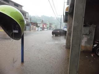 Resultado de imagem para chuva em cajati alaga cidade