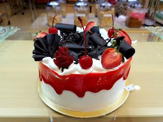 Custom Cake Cirebon, Strawberry Delight