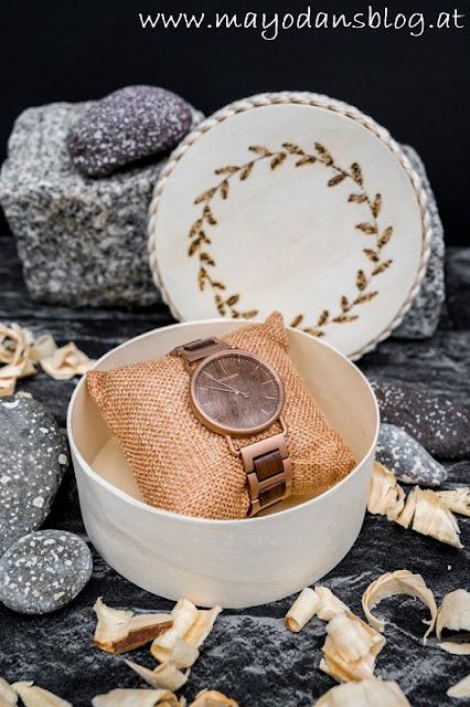 Schmuckdosen mit Armbanduhr