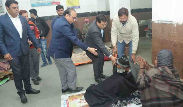 After the order of Chief Minister Khattar, government officials who came out to help homeless and destitute people in cold