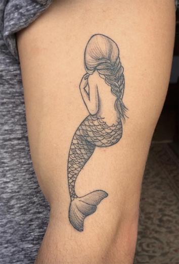 Tatuajes de sirenas bonitos delicados
