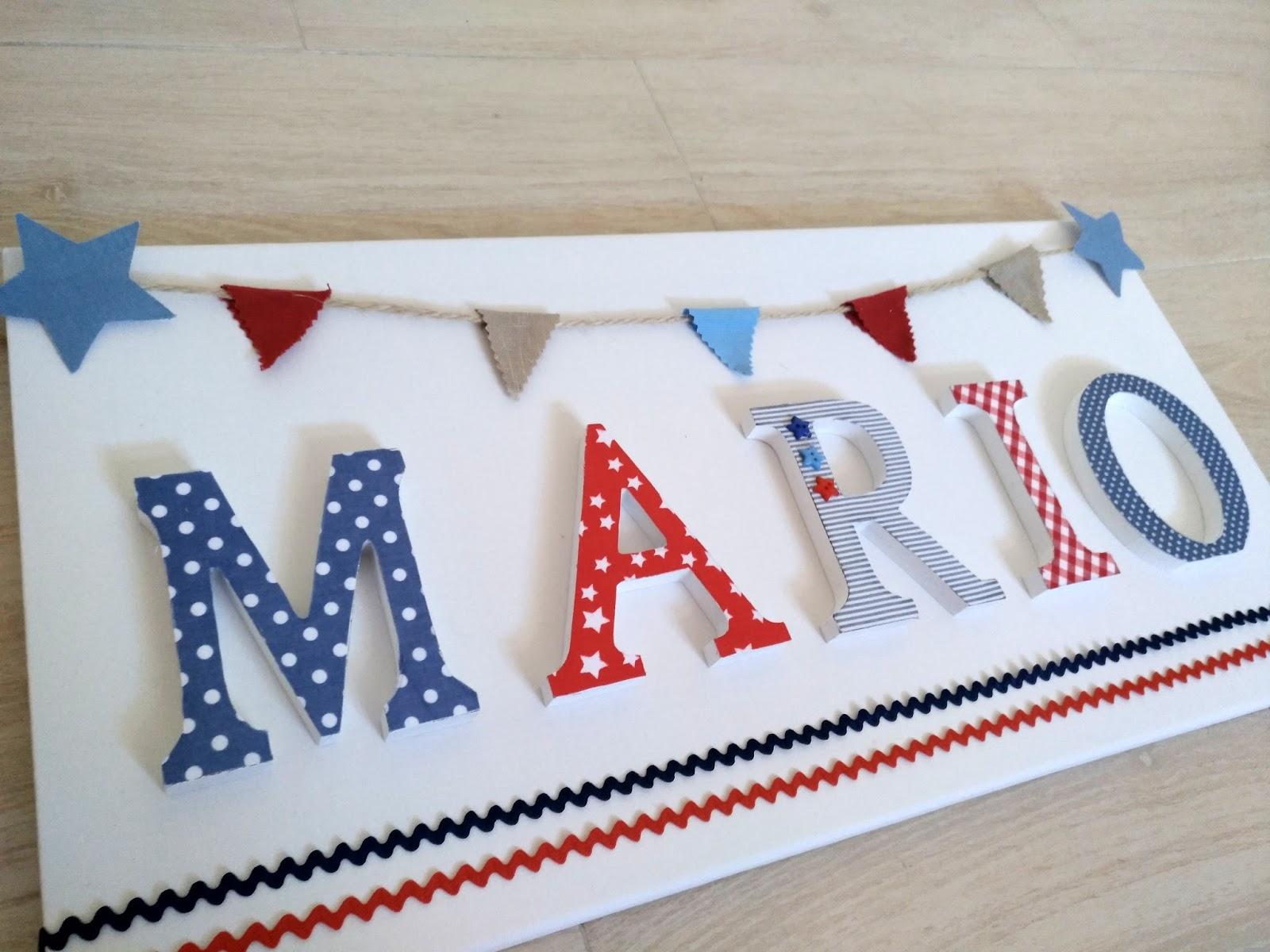 letrero con el nombre de mario con letras sobre base de lienzo decorado con detallitos marineros