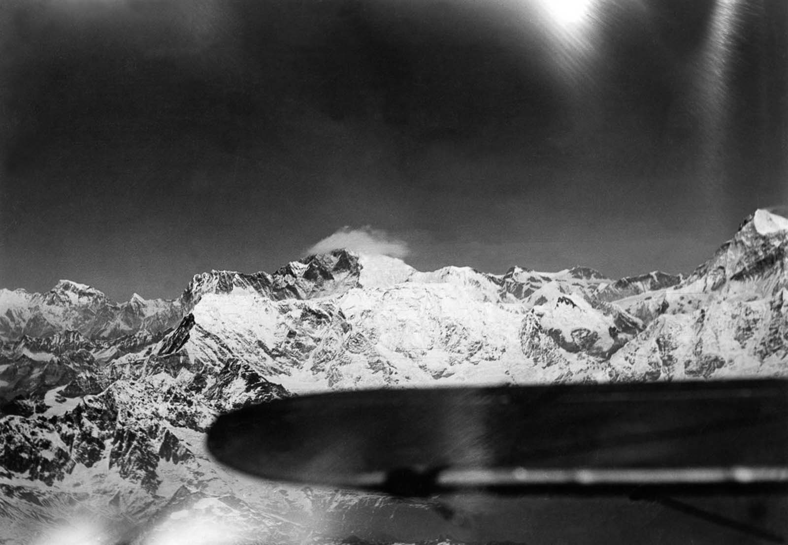 Everest, center, and Makalu, right.
