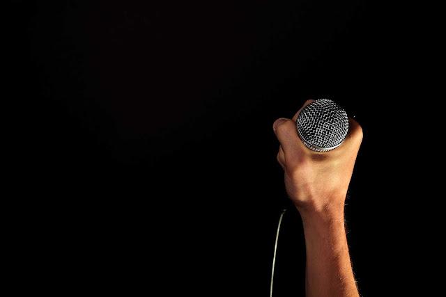 حكم الغناء