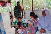 Babinsa Melaksanakan Komsos Di Desa Binaan.