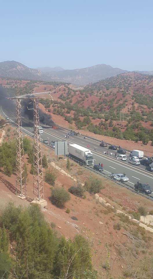 أكادير: مواطنون ينقذون أسرة قبل تفحم سيارتها بأمسكروض