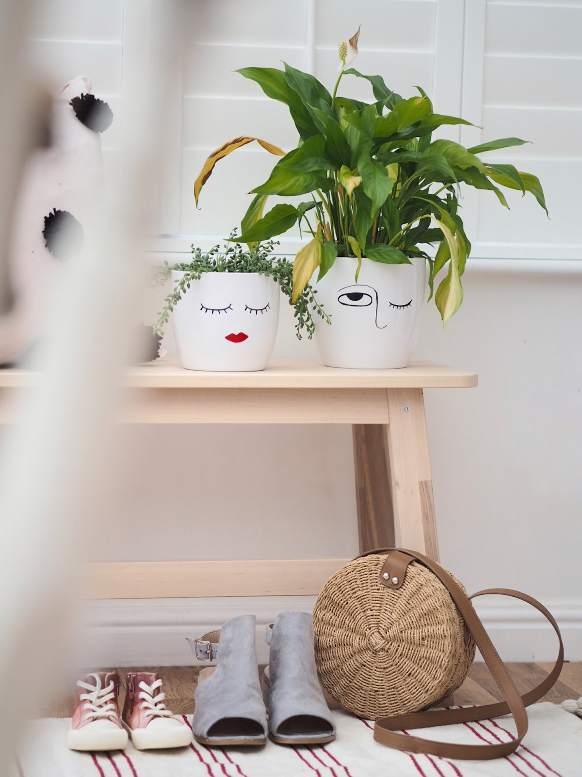 how to draw a design onto a plant pot with a sharpie maker pen to create a boho scandi style pattern. Easy, simple and cheap DIY craft using things you already own.