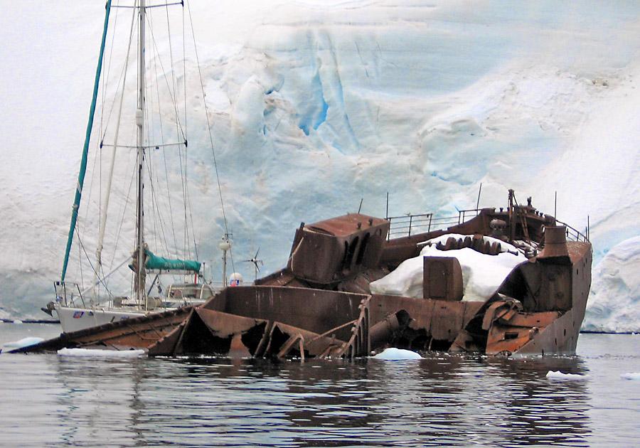 Navio que foi pego pelas intempéries no mar Antártico