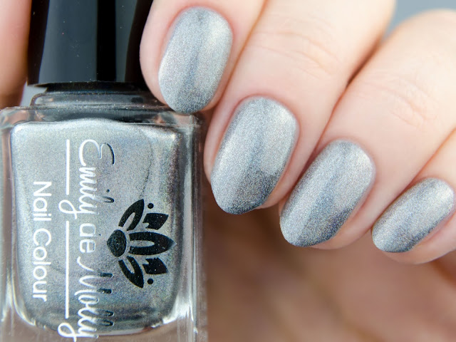 Emily de Molly Metamorphic swatch