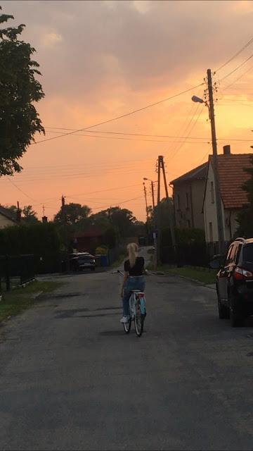 Pati Wanat, Patrycja Wanat, bike, sunset, aesthetic bicycle rides, beautiful skies, pink sky, pretty views, cycling, road