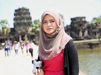Gadis Muda, Cantik dan Berhijab Keliling Dunia Sendirian