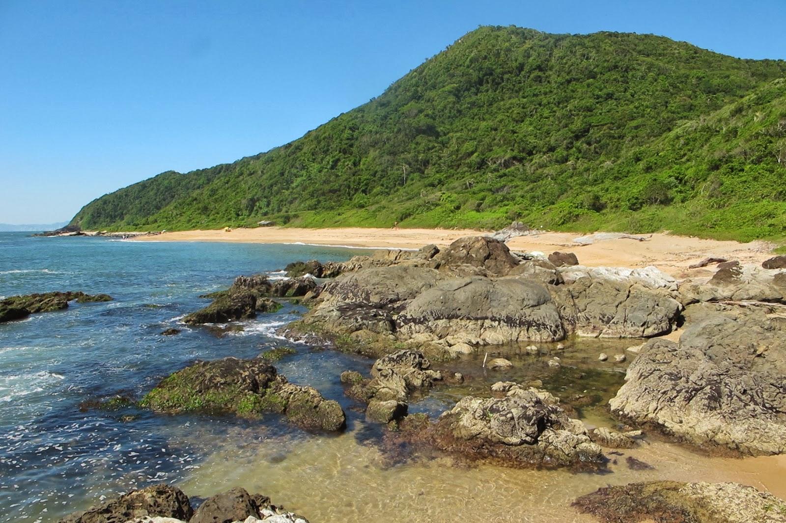 Piscinas naturais na Praia Vermelha, em Penha, no litoral catarinense.