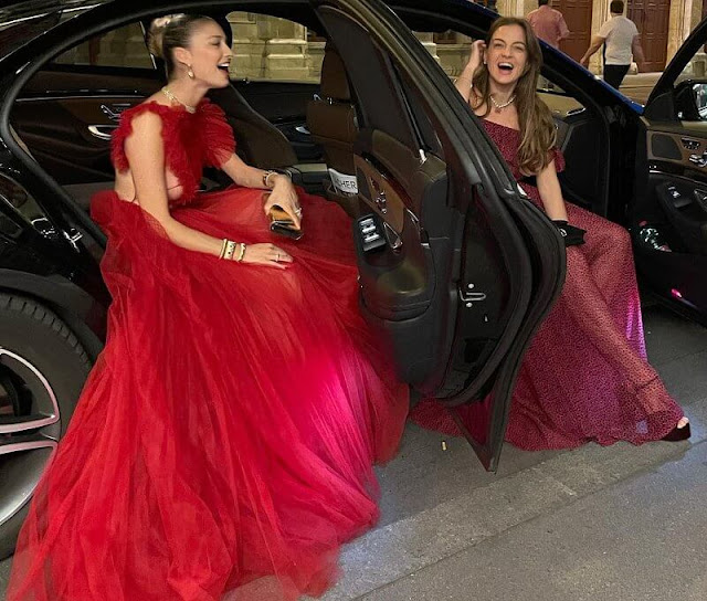 Beatrice Borromeo wore a red Dior gown. Alessandra of Hannover wore a dress by Pertegaz
