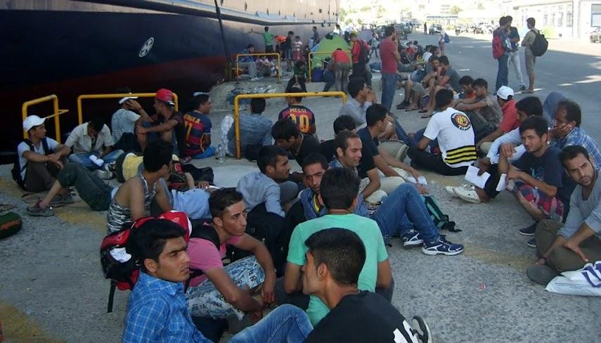 Αναγκάζουν την Ελλάδα να στοιβάζει μεγάλους αριθμούς μεταναστών σε κέντρα!