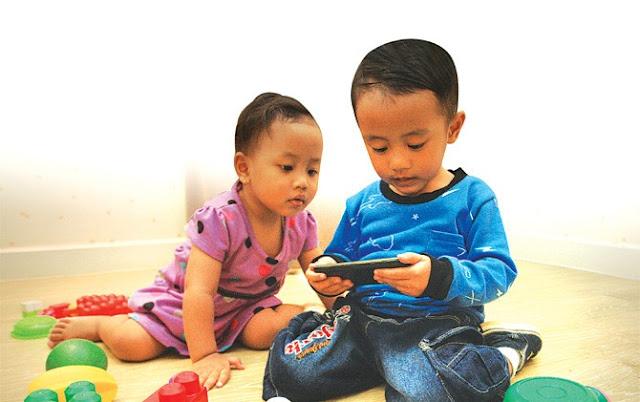 Mengatasi Kecanduan Gadget pada Anak dengan Gemar Membaca