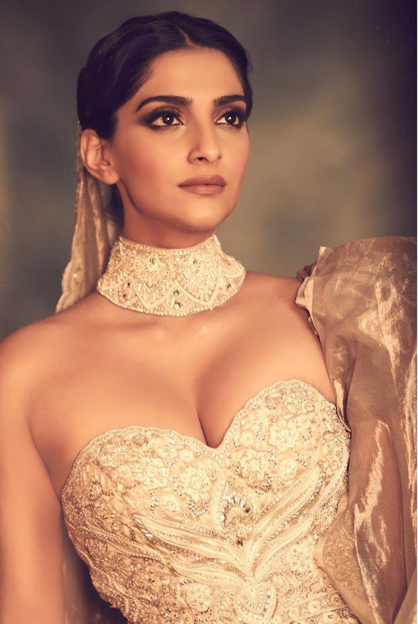 Sonam Kapoor hot 2