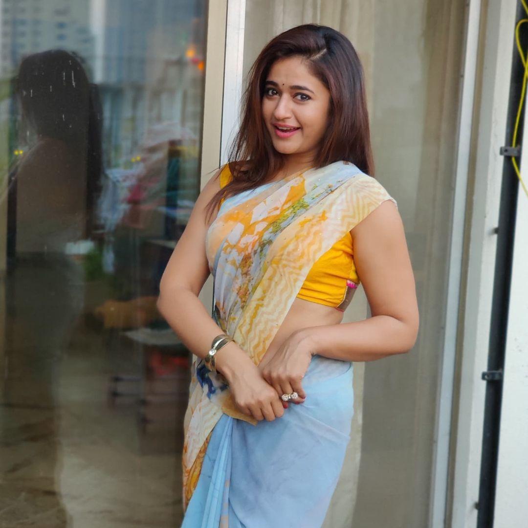 Actress Poonam Bajwa Latets Hot Photos in Saree
