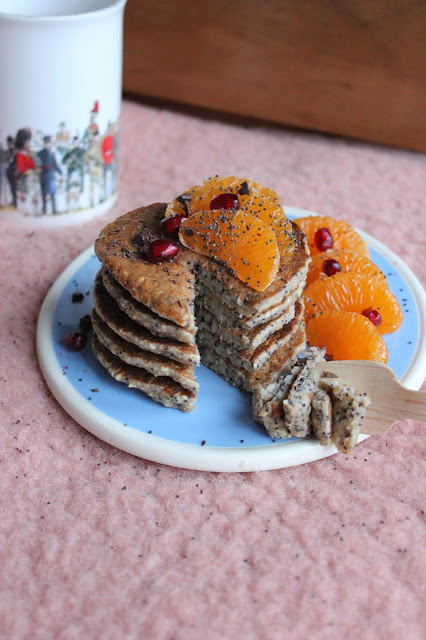 Cuillère et saladier : Pancakes à la banane (banana pancakes) au pavot