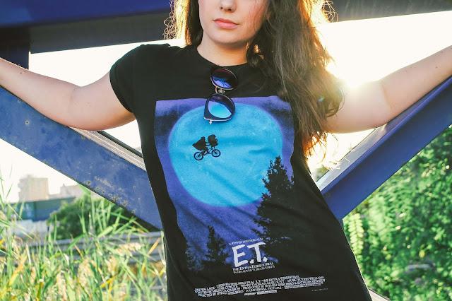 camiseta negra de E.T de femme luxe