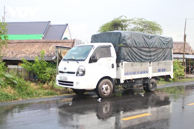 """Sóc Trăng phát hiện 2 xe """"luồng xanh"""" chở người từ vùng dịch về địa phương"""