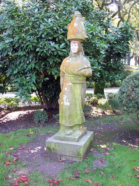 Resultado de imagen de estatua de rosaia de castro de la alameda de santiago de compostela