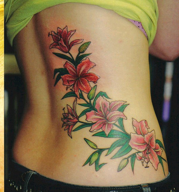 tatuajes para mujeres de flores en la espalda