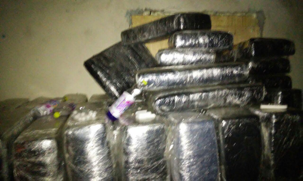 Imagenes: Fuerza Tamaulipas aseguran dos toneladas de mota al CDN en la Col. La Joya en Nuevo Laredo 1 detenido