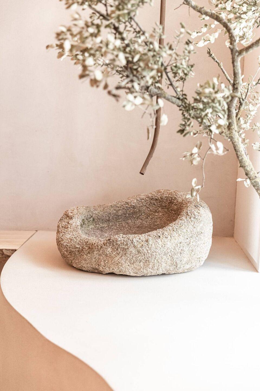 ilaria fatone - A Comforting Wabi-Sabi Space - stone detail