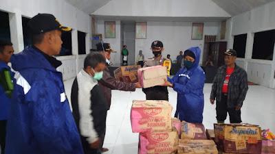 Kapolres Buol bersama Personel, Beri Bantuan Korban Banjir di Desa Wakat