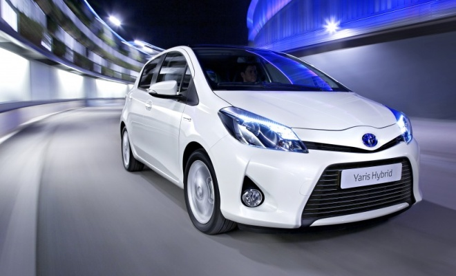 Toyota Yaris Hybrid driving around a curve