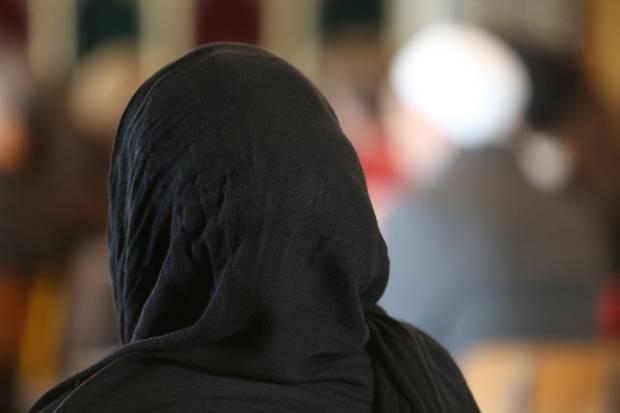 Inilah Wanita Muslim yang Dibolehkan Untuk Tidak Berhijab