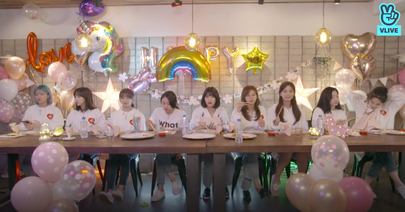 The Reason Why TWICE Doesn't Want to V Live Streaming at the Dorm