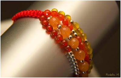Pulsera de plata y semipreciosas, jade, agatas naranjas y amarillos. Joyería artesanal personalizada