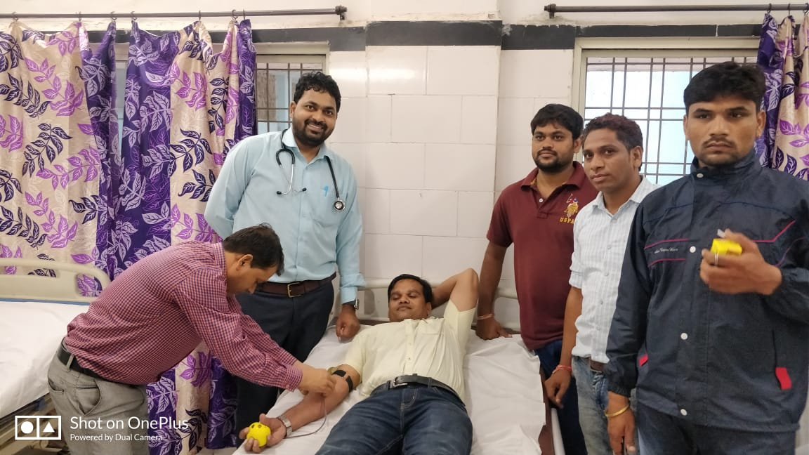 Jhabua News- एसडीएम के नेतृत्व में जिला अधिकारियो एवं आमजन ने किया रक्तदान