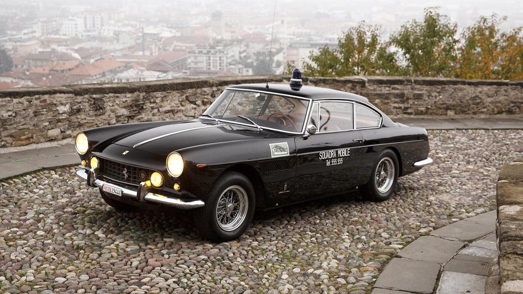 Siêu xe Ferrari 250 GTE của cảnh sát Rome được bán đấu giá
