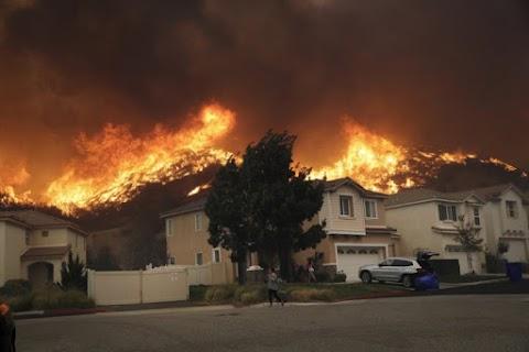 Észak-Kaliforniában ismét megszűnt az áramszolgáltatás, ezrek menekülnek a tűzvész elől