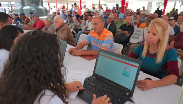 """Ministro de Transporte dice que censo continuará hasta registrar """"el último vehículo"""""""