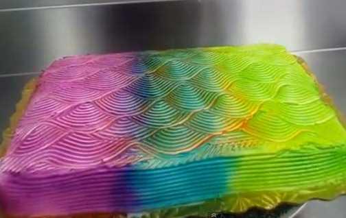 Unik! Kue Ulang Tahun Bisa Berubah Warna Saat Diputar