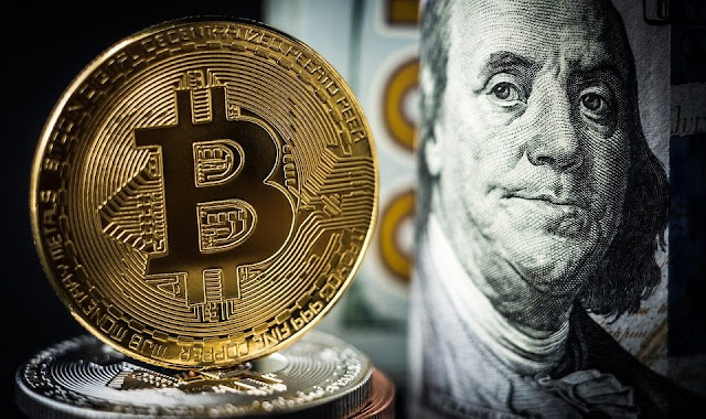 El dólar cae y Bitcoin sube