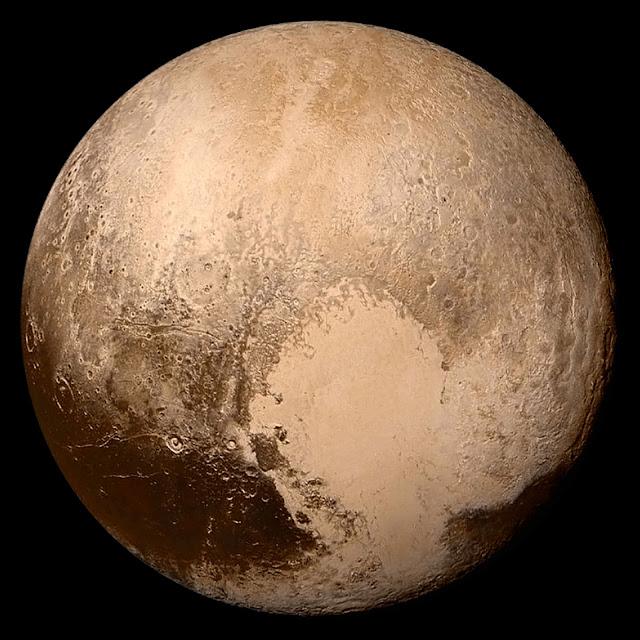 Hình ảnh rõ nét đầu tiên về Diêm Vương Tinh khi tàu vũ trụ New Horizons bay ngang qua hành tinh lùn này vào ngày 14 tháng 7 năm 2015. Credit : NASA