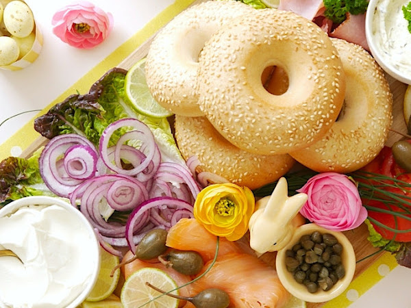 How to Build a Bagel Brunch Board and Other Awesome DIYs