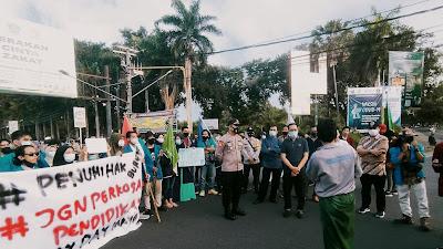 Gelar Aksi, BEM NTB Raya Korwil II Layangkan Delapan Tuntutan