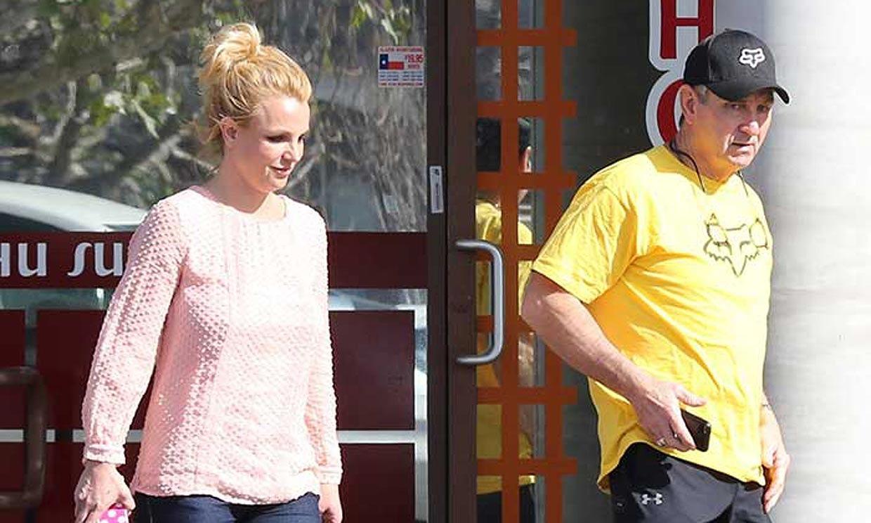 fanaticos piden liberar a Britney del cuidado de su papa