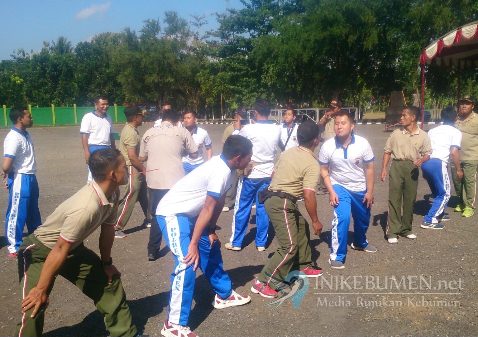 Meriahkan HUT Bhayangkara,  Secata dan Polres Kebumen Gelar Lomba Memasukan Karet Bersama