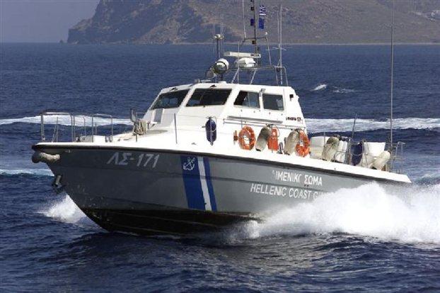Λιποθύμησε ο κυβερνήτης κι έμεινε ακυβέρνητο σκάφος σε θαλάσσια περιοχή του Αγίου Όρους - Το λιμενικό διέσωσε κυβερνήτη και επιβάτες