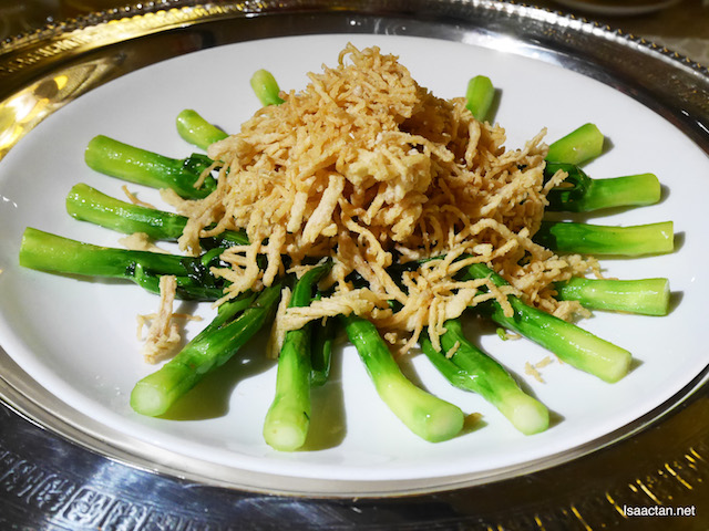 Stir Fried Hong Kong Kailan topped with Enoki Mushroom