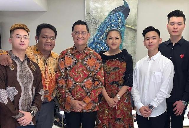 Masih Ingat Pemuda Yang Ancam Pancung Jokowi Ini? Ternyata Pernah Asyik Selfie Bareng Para Menteri